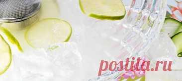 Пепино. Рецепт В шейкер с кубиками льда влить мескаль, добавить 80 грамм нарезанного крупно огурца, выжать сок лайма, закончить сиропом агавы. Хорошо взбить в шейкере.