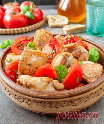 Жареная курица с помидорами в кавказском стиле на Вкусном Блоге Простое и очень вкусное блюдо из курицы с легкими кавказскими мотивами. В нем есть что-то от цыпленка тапака – в первую очередь это специи и аппетитная румяная корочка на мясе. При этом вам не надо заморачиваться поисками куриной тушки подходящего размера и грузом для сковородки. А спелые сочные помидоры в…