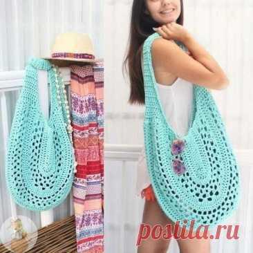 Интересная и вместительная сумка крючком. Подойдет не только для пляжа, но и для города.Не забудьте сшить чехол.
