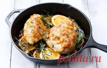 """Жареные куриные грудки с апельсиновым мармеладом   Журнал """"JK"""" Джей Кей Куриная грудка, травы, чеснок и свежий цитрусовый джем - неожиданное и заманчивое сочетание. Возьмите на заметку этот быстрый рецепт. Ингредиенты:"""