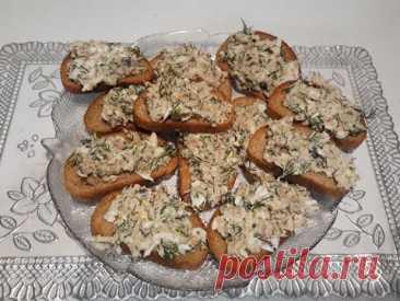 Бутерброды с рыбными консервами.