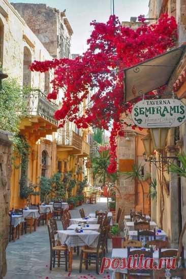 Цветущие улицы Греции