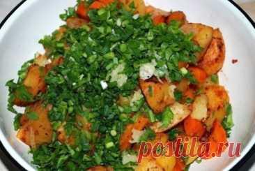 Картошка в рукаве  Ингредиенты:   1 кг. картофеля,  1 морковка,  1 помидорчик,  лучок,  немного специй  Приготовление:  Просто, полезно и вкусно. Редко встречающиеся вместе понятия. Обычно, если вкусно, то не полезно и не просто, если просто, то, как минимум не вкусно. Но, здесь у нас все гармонично и хорошо. Итак, нам надо – 1 кг. картофеля, 1 морковка, 1 помидорчик, лучок, немного специй для картошки или тех, что Вам нравятся, пучок зелени и несколько зубчиков чеснока. М...