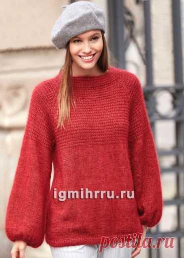 Красный свободный пуловер с рукавами буф. Вязание спицами со схемами и описанием
