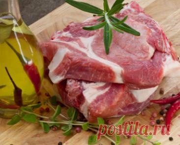 Сколько по времени жарить свинину на сковороде. Стейки, отбивные, кусочки свинины на каком огне жарить, накрывать ли крышкой свинину при жарке и сколько времени готовить.