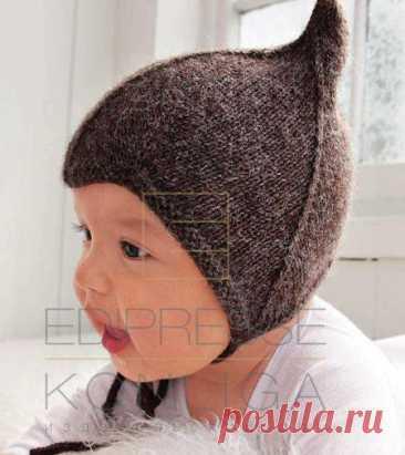 Коричневая шапочка для малыша спицами