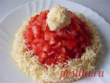 Салат с тунцом «Шапка Деда мороза»