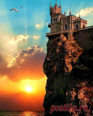Ласточкино гнездо на закате. Крым