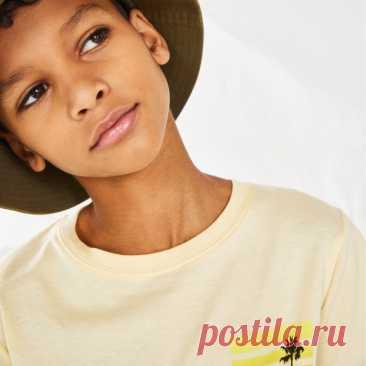 Восхитительные весенние новинки для детского гардероба! Наша новая коллекция повседневных и базовых моделей самых актуальных оттенков уже доступна в наших магазинах и онлайн. 🤗🌟 #HMKids