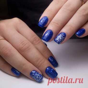 Синий зимний маникюр (68 фото) Зимний маникюр в синих тонах Новогодний маникюр в синем цвете Новогодний маникюр на короткие ногти синий Ногти на новый год голубым цветом (adsbygoogle = window.adsbygoogle || ).push(); Зимние ногти Красивые ногти на новый