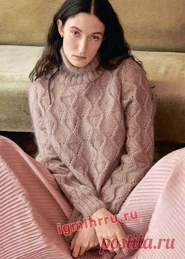Мохеровый свитер с ажурным узором из ромбов. Вязание спицами со схемами и описанием