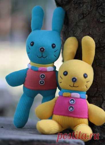 Зайчата и другие игрушки из носков. Идеи и мастер-класс.