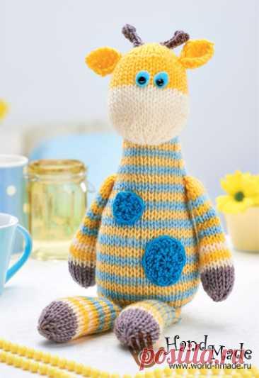 La jirafa Harry de Amanda Berry. Tejemos el juguete por los rayos.