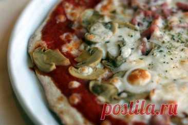 Пицца «Каприччио» с ветчиной, сыром и грибами рецепт – итальянская кухня: паста и пицца. «Еда»