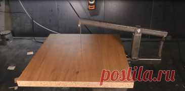 Лобзиковый станок на основе машинки для стрижки волос Изготовление, весьма полезного для многих умельцев, устройства!Инструмент и материалы, которые нам понадобятся при изготовлении самоделки:- электромашинка для стрижки волос;- болгарка;- дрель;- сварочный аппарат;- плоскогубцы;- отвёртка;- ножовка по железу;- старая пильная цепь;- профильная труба;-