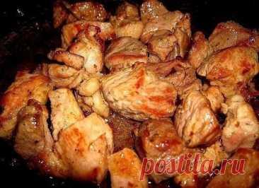 Мясо по-грузински в духовке Давно известно, что грузинская кухня славится мясными блюдами, их разнообразием, тонким вкусом, отличными способами подготовки мяса к приготовлению, приправами и соусами. Простой рецепт, предложенный ниже, поможет приготовить в домашних условиях вкусное блюдо кавказской кухни без особых проблем. Этот же способ маринования мяса подойдет и для шашлыков.Для приготовления мяса по-грузински подходит любое мясо: говядина, свинина, баранина, кролик, пт...
