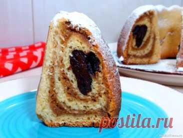 Вкусный пирог с ореховой начинкой.Рецепт пирога их дрожжевого теста. Необычный и красивый пирог вас приятно удивит.Сочетание мягкого дрожжевого теста с ореховой начинкой и черносливом делают его очень вкусным и ароматным.Рецепт  такого пирога очень простой.ИНГРЕДИЕНТЫ:Мука – 250 грСахар – 50 грМолоко – 80 млСливочное масло – 35 грДрожжи свежие – 12...
