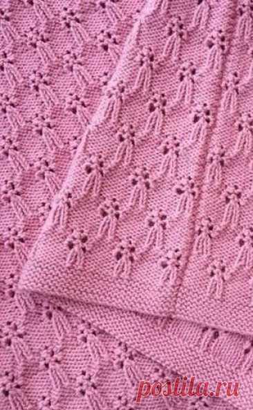 Интересный узор с бантиками Интересный узор с бантикамиИнтересный узор с бантиками подойдет не только для детской одежды.Девушкам он добавит женственности.