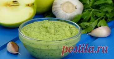 Оригинальный яблочный соус с зеленью и чесноком: идеальное дополнение к мясу, рыбе или овощам - Книга рецептов