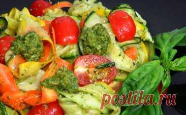 Салат с кабачками и соусом «Песто»: ароматы уходящего лета