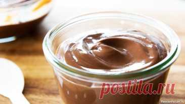 Шоколадный пудинг | Быстрый десерт за 5 минут Быстрый десерт за 5 минут без выпечки - шоколадный пудинг. Очень вкусно, быстро и просто. Готовится из продуктов, которые есть у каждого дома.Ингредиенты (на 2 порции): Мука - 60 г.Сахар - 100 г.Какао - 40 г.Соль - 1 щепоткаМолоко - 400 млСливочное масло - 50 г.+ 25 г.Друзья, если вам...