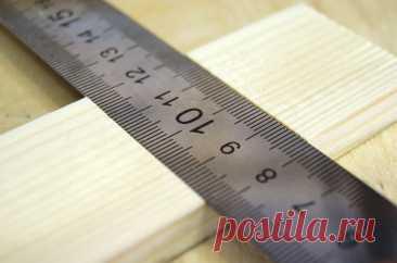 Как сделать простой инструмент для быстрой разметки деревянных заготовок?   Поделкин   Пульс Mail.ru Показываю, как сделать простейший инструмент из обычной линейки и деревянной рейки, который пригодится в мастерской при разметке заготовок.