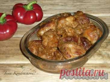 Рецепт свинины с луком на сковороде - 10 пошаговых фото в рецепте Свинина, тушеная с луком на сковороде, - достаточно простое, вкусное и сытное блюдо. Мясо по этому рецепту получается мягким и сочным. Подавать такое блюдо лучше в горячем виде с картофельным пюре или макаронными изделиями. Отлично сочетается тушеная свинина и со свежими овощами. Попробуйте! ...