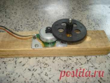Генератор из двигателя от CD-rom Приветствую, радиолюбители-самоделкины!Необходимость в небольших автономных источниках электричества сейчас кажется неактуальной - ведь полная электрификация страны закончилась ещё давно, розетки есть буквально на каждом шагу, а если и розеток нет поблизости - помогает Power Bank, заряда которого