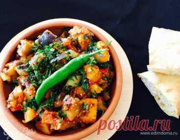 Аджапсандал (овощное рагу по-грузински). Ингредиенты: баклажаны, лук репчатый, чеснок