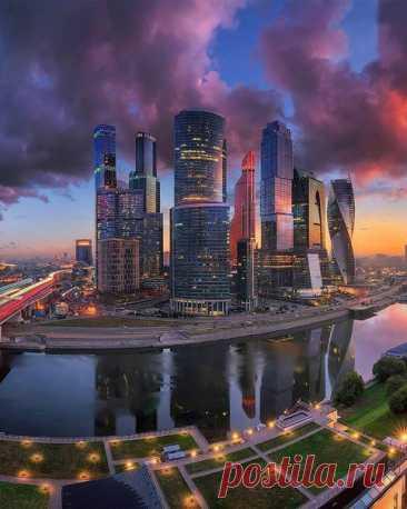 Буйство красок в московском небе.