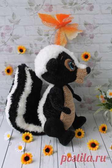 PDF Скунс Скуни крючком. FREE crochet pattern; Аmigurumi animal patterns. Амигуруми схемы и описания на русском. Вязаные игрушки и поделки своими руками #amimore - скунс, зверёк, зверюшка, животное.