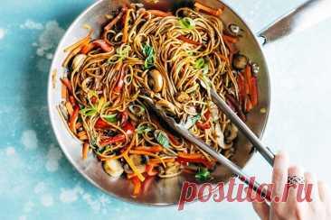 Овощной салат с лапшой на сковороде вок рецепт с фото пошагово Овощной салат с лапшой на сковороде вок - пошаговый кулинарный рецепт приготовления с фото, шаг за шагом.