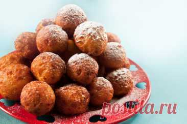 Аппетитные творожные пончики - Жизнь планеты Очень простой рецепт пончиков без дрожжей, который понравится всем сладкоежкам. Пончики будут пышными и воздушными, а еще очень нежными, ведь мы делаем их из творога. Они отлично скрасят ваше чаепитие …