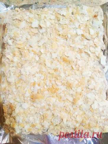 Праздничный пирог из коржей и рыбной консервы (без выпечки) рецепт с фото пошагово