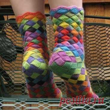 """Очень симпатичные вязаные носки в стиле """"энтерлак"""""""