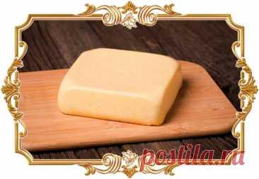 #Домашний #сыр #из #творога и #молока  После застывания он получается довольно плотным, отлично режется и станет аппетитным дополнением к бутербродам. Для аромата можно добавить немного тмина или сушёной зелени.  Время приготовления: Показать полностью...