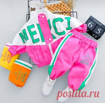 Детский спортивный костюм Почему пригодится: Дети, взрослея, стремительно вырастают из вещей. Поэтому для малышей хорошо покупать недорогие и удобные вещи, как, например, такой спортивный костюм (будьте внимательны с размерами!). В отзывах пишут: Все супер, доставка до Краснодара — 12 дней, качество хорошее, нитки не торчат, без запаха. На девочку 4 лет, рост 113, сел отлично. Уже не первый раз заказываю у этого продавца! Доставка — 2 недели, вещи полностью соответствуют о...