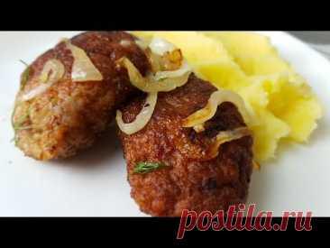 Котлеты домашние, натуральные по - цыгански. Gipsy cuisine.🍖Рецепт: фарш свиной - 800 гр. яйцо - 1 шт. лук - 1 шт.(200 гр.) + пол луковицы(100 гр.) на поджарку соль - 1 ч.л. чёрный молотый перец - 1/2 ч.л. манная крупа - 2 ст.л. зелень - по желанию масло растительное - 10 ст.л.