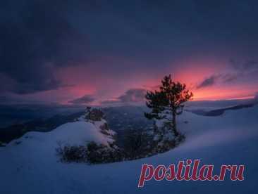 Закат на вершине Южной Демерджи, Крым. Фотограф – Михаил Гапонов: nat-geo.ru/community/user/223455 Доброй ночи.