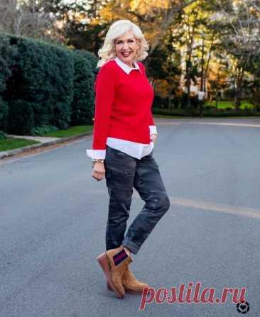 7 признаков, по которым можно безошибочно выбрать самый модный свитер этого сезона Холода отступят нескоро, потому женщины еще долго будут томно вздыхать, глядя на летящие летние платья, и надевать вместо них свитера и джинсы. Хорошая новость — в теплой одежде тоже можно выглядеть женственно. Выбирайте джинсы по фигуре и дополняйте образ модным свитером. Яркий Фото:... Читай дальше на сайте. Жми подробнее ➡