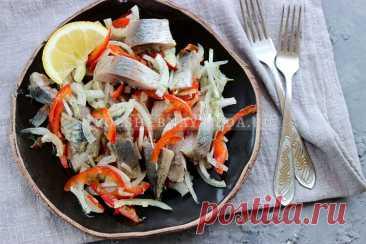 Закуска из селедки и болгарского перца   Волшебная Eда.ру Пошаговый рецепт с фото, как приготовить салат-закуску из селедки, с луком и болгарским перем.