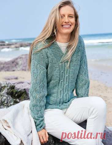Pullover with a combination of patterns