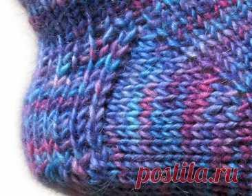 Вязание спицами пятки носков. Различные способы и правильное выполнение