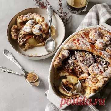 Яблочный пирог с грецкими орехами и медом