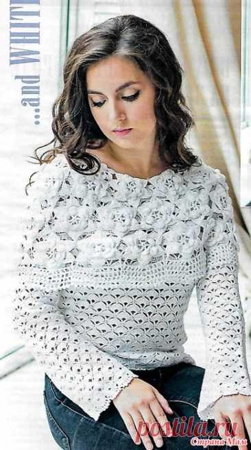 """Пуловер """"Белые розы"""". Два в одном! Ослепительно белый ажурный пуловер будет выглядеть намного эффектней если добавить к нему широкую пелерину из цветочных бутонов. """"Вяжем крючком - №12 2020""""."""