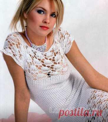Белое вязаное платье с рукавом реглан