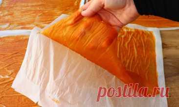 Варим абрикосы и любые другие фрукты как варенье, но потом наносим на бумагу и превращаем в пастилу
