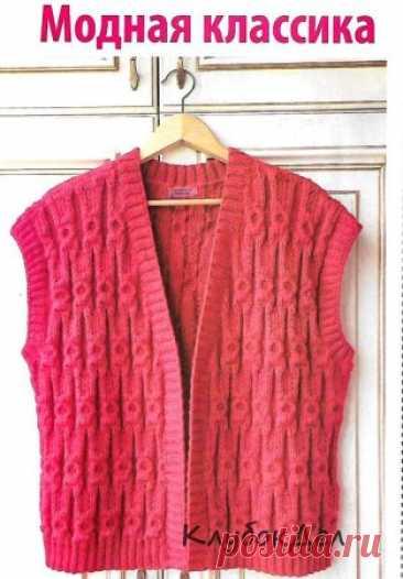 Безрукавка с рельефным узором спицами Вязаные безрукавки снова в моде. Эта модель без застежек с оригинальным рельефным узором прекрасно впишется в женский гардероб и составит множество комбинаций одежды в самых разных стилях.Размер: L-XLВам потребуется: пряжа Baby wool (40% шерсть, 20% бамбук, 40% акрил, 175 м/50 г - 650 г красного