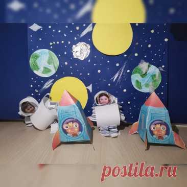 Отмечаем день Космонавтики с помощью декоративно-прикладного искусства  Игрушечные космонавты с лицами воспитанников нашего детсада и ракеты стали украшениями ко дню Космонавтики. Ребята сделали их своими руками, приложив максимум усилий. Ребята, посещающие наш частный детский сад Классическое образование, любят выражать себя и свои идеи с помощью