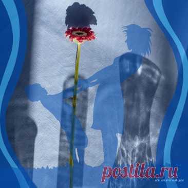 Синяя ваза  Быть может, я любовался ей в хозяйственном магазине на тихой Мариупольской улице; а может, очень похожая украшала сервант Вити, школьного друга – среди всякого хрусталя; а может, такая была и в магазине, и у друга. Ваза темно-синего прозрачного стекла, с женственным горлом и узорами – просеченными линиями, которые образовывали простой лучистый орнамент. Советский ширпотреб, мещанское лакшери, дежурная вещь.  Но у нас с мамой не было ваз никаких, если вдруг кто...
